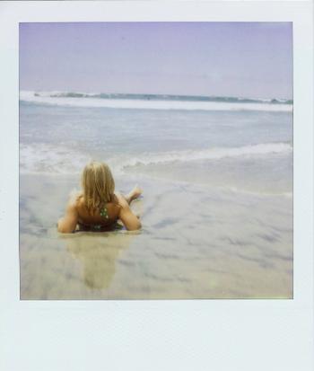 She_loves_the_beach
